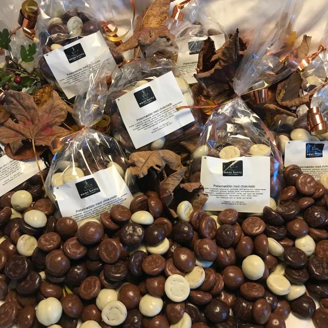 Pebernødder overtrukket med chokolade