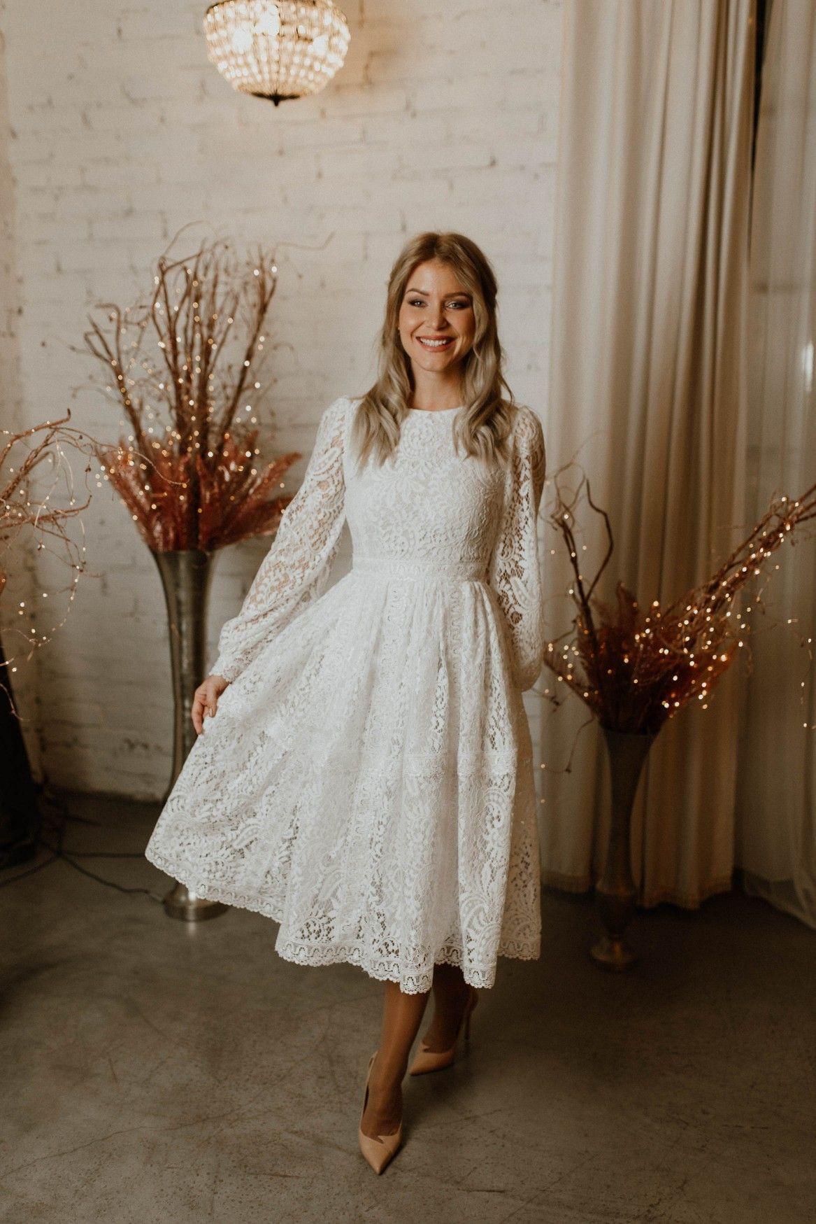 Fehér polgári esküvői ruhák
